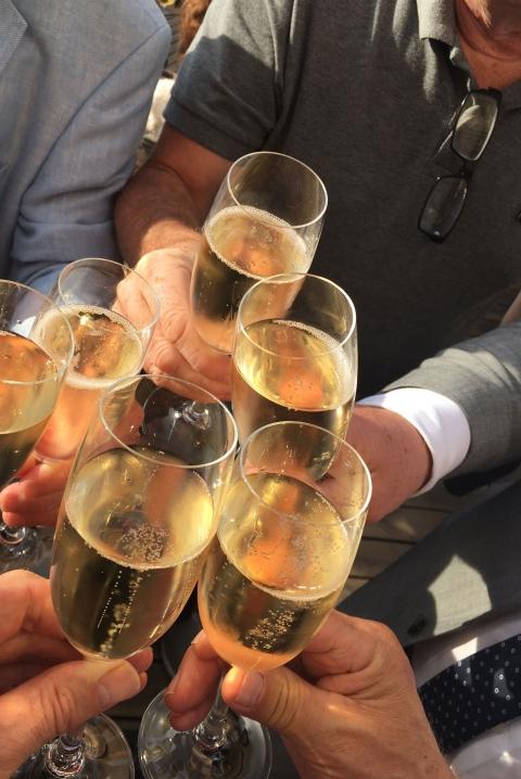 Villig tjej alias champagne 8
